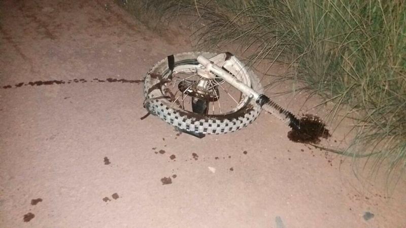 motocicleta ficou destruída (Foto WhatsApp)