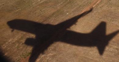 duas pessoas morre avião