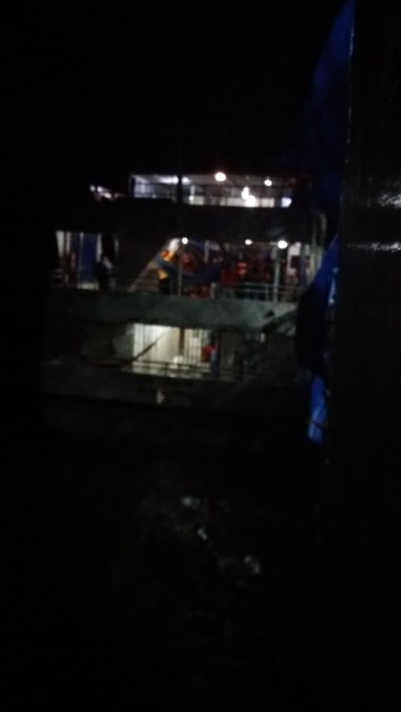 Barco ficou à deriva: ainda não há informações sobre balsa que o atingiu (via redes sociais)