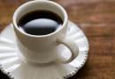 Tomar mais de 3 xícaras de café por dia eleva em 4 vezes o risco de pressão alta