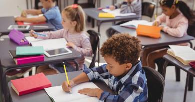 Mensalidades escolares mais que dobraram em 10 anos, segundo Procon