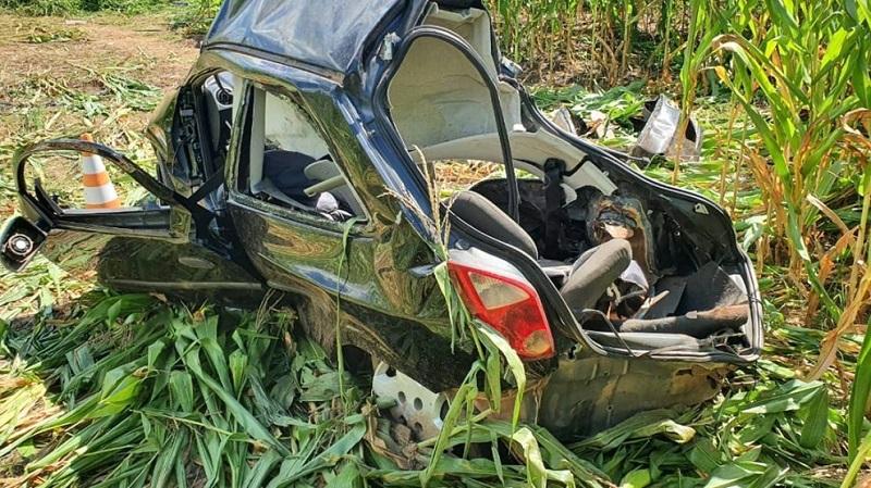 Matupá-BR-163-acidente-caminhão-volvo-e-carro-5-abril-2020-assessoria-990x556