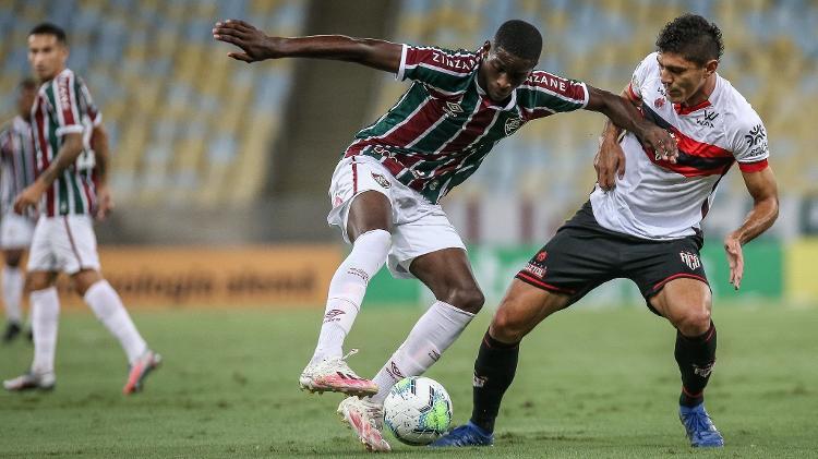 Apesar de improvisado, Luiz Henrique foi bem pelo Fluminense contra o Atlético-GO Imagem: Lucas Mercon/Fluminense FC