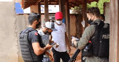 jovens preso suspeita de compra votos em boca de urna