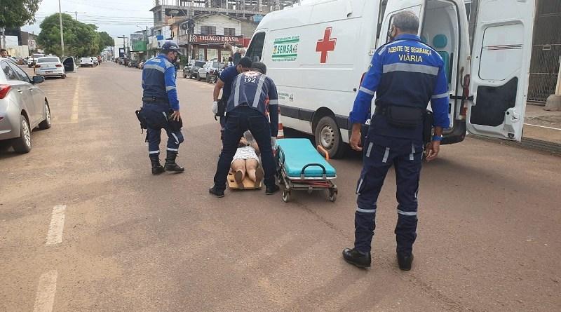 Vítima sendo socorrida. Foto: Weslen Reis - Plantão