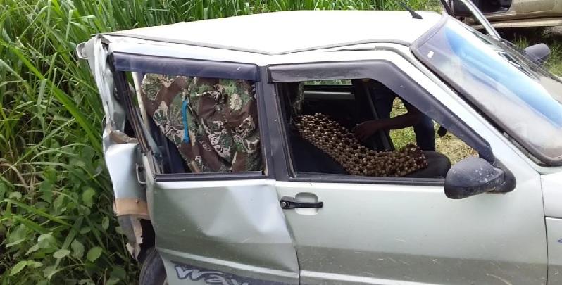 Fiat Uno teve traseira destruída com a colisão por outro veiculo em uma serra da vicinal -  Suspeita é que colisão em automóvel de Maria Márcia de Melo foi intencional com objetivo de matá-la.
