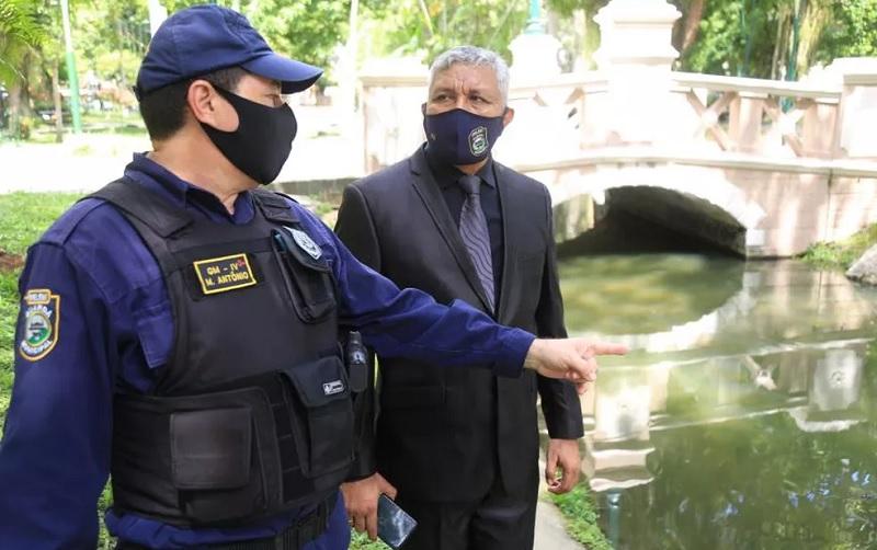 Guarda Municipal apura furtos de pirarucus na praça Batista Campos — Foto: Agência Belém