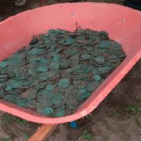 Moedas de bronze e ouro do século XIX são encontradas enterradas em Colares, no PA