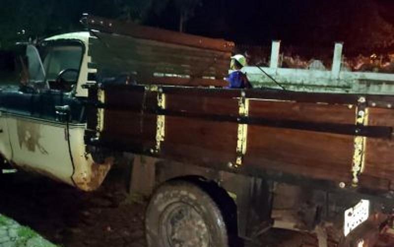 O veículo que transportava a carga irregular também foi retido. [Foto: Divulgação]