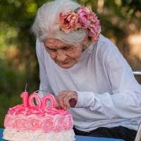 Vovó de 100 anos ganha bolo e visita de fotografa em Novo Progresso