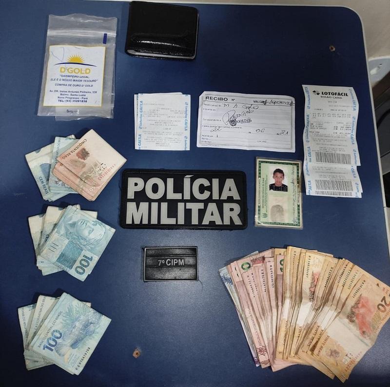Dinheiro e pertences apreendidos pela policia militar(Foto:Divulgação PM)