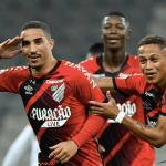 Athletico-PR vira diante do Dragão e assume liderança isolada com 100% no Brasileiro