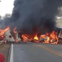 Carretas e veicíulos pegam fogo em colisão na BR-163, dois motoristas morreram carbonizados