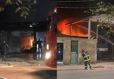 Incêndio atinge oficina mecânica e destrói carros em Itaituba, no PA