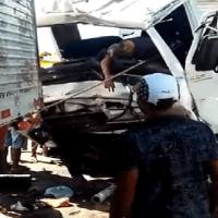 Dois caminhões colidem de frente e uma pessoa morre no Pará
