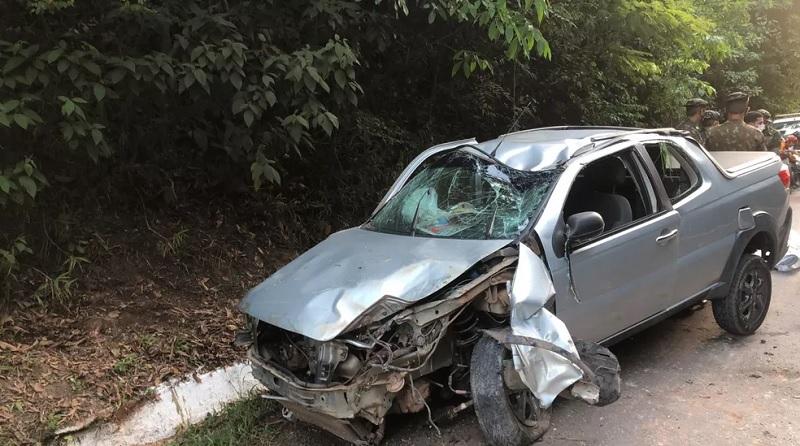 Veículo que era conduzido pelo cabo Elias Assunção ficou destruído — Foto: Neysle Magalhães/Tv Tapajós