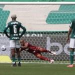 Palmeiras perde para o Flamengo de virada e se distancia da liderança do Brasileirão