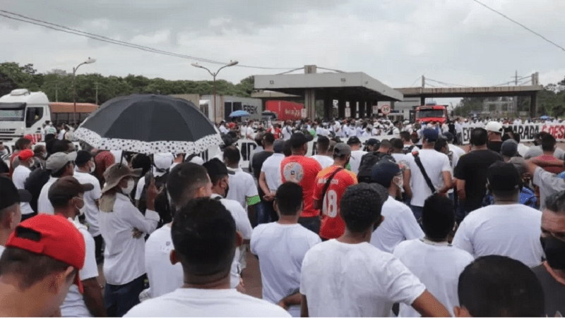Madeireiros protestam no porto de Vila do Conde (PA) contra demora do Ibama em liberar exportações Imagem: Divulgação/Aimex
