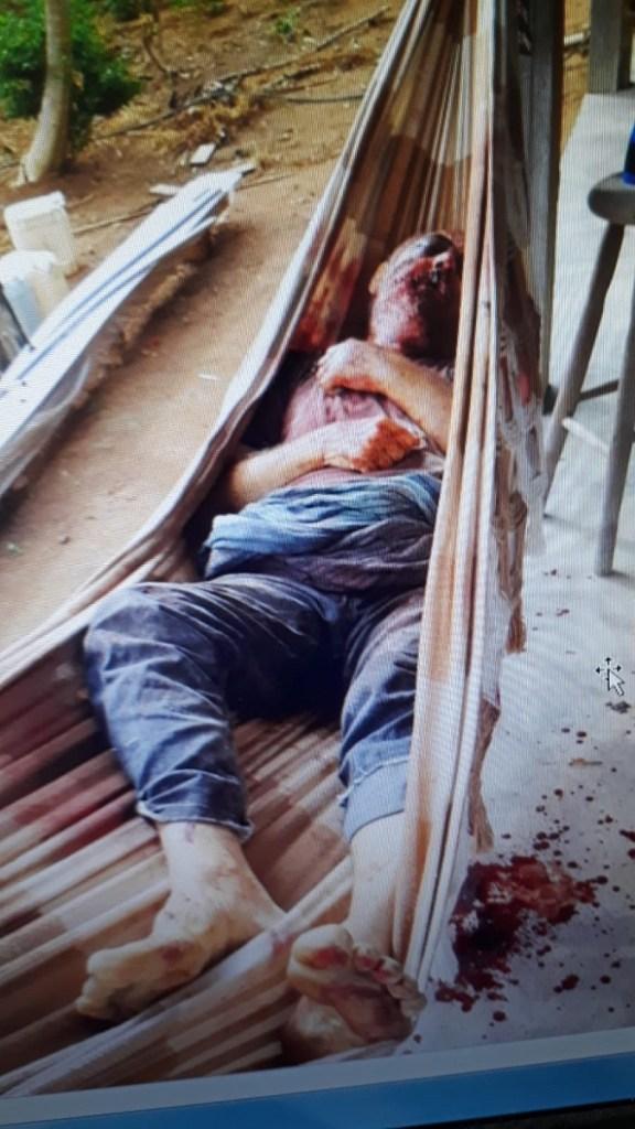 Vitima foi morta em uma rede de descanso, possivelmente com um facão.(Foto:Reprodução)