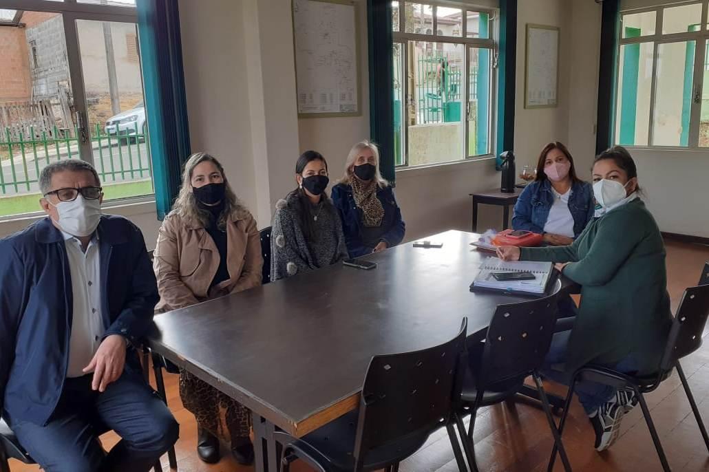 Divisão de Ensino de Arapoti faz visita técnica à Secretaria de Educação de Jaguariaíva