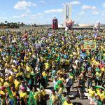 Manifestantes fazem ato em apoio à Lava Jato, ao ministro Sergio Moro, e ao governo do presidente Jair Bolsonaro, na Praia de Copacabana, na zona sul do Rio de Janeiro. Foto: Tomaz Silva/Agência Brasil