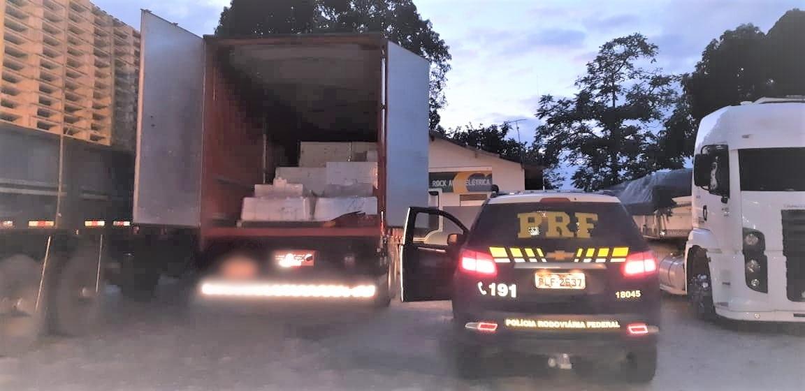 PRF recupera carga de agrotóxicos avaliada em 740 mil reais e liberta refém na BR 101