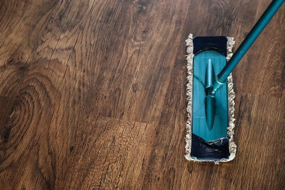 Confira 11 dicas para limpar e conservar o piso residencial