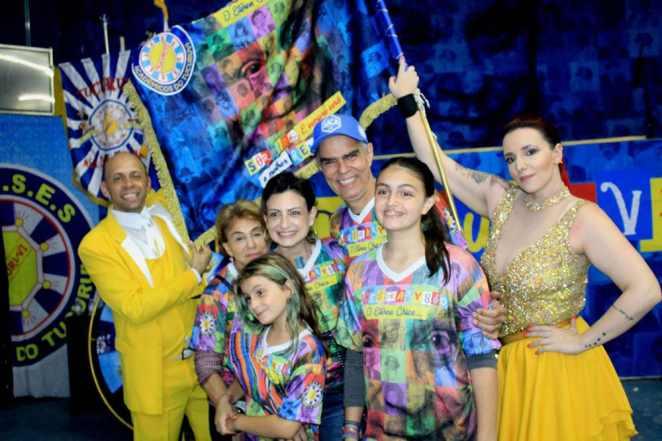 Nizo Neto e Família com o Casal de MSePB Alex Santos e Aryane Elselam. Foto: Renato Cipriano / Divulgação