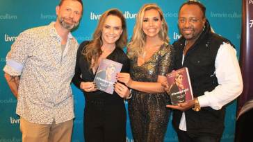 Flavio Queiroz, Nubia Oliiver, Renata Banhara e Claudinho - Vocalista do Grupo Negritude Jr. Foto: Renato Cipriano / Divulgação