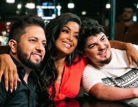 Aline Riscado estrela novo clipe de dupla sertaneja