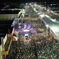 Axé, sertanejo, músicas bregas e eletrônicas invadiram o penúltimo dia do Barreiras Folia 2020