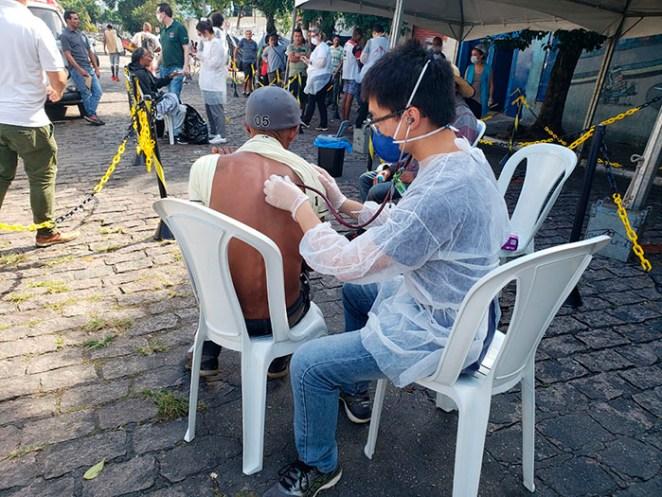 Pessoas com sintomas semelhantes à COVID-19 são atendidas pela equipe de saúde de MSF no centro de São Paulo (Foto: MSF)