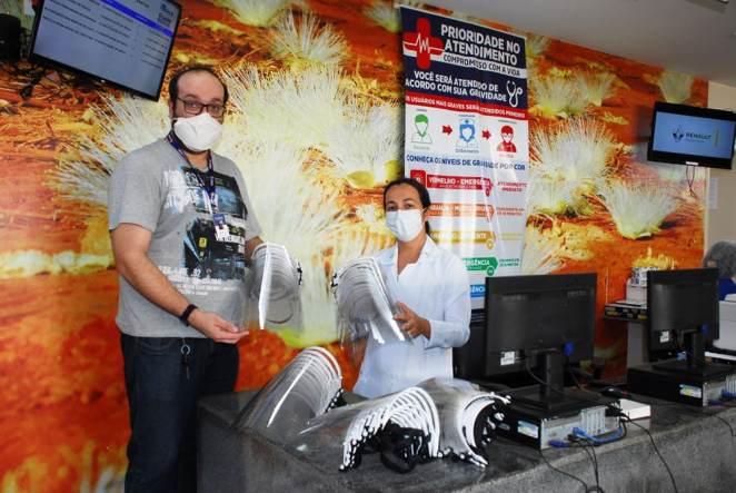 Na Unidade de Pronto Atendimento (UPA) de Barreiras a coordenadora Jamile Carvalho agradeceu os EPIs (Foto: Divulgação)