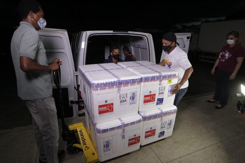 Chegada de 54.600 doses da CoronaVac leva a Bahia a atingir mais de meio milhão de vacinas recebidas