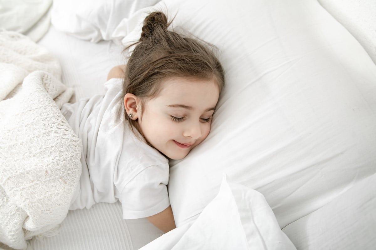 Saiba como prevenir a micção involuntária causada em crianças durante o sono