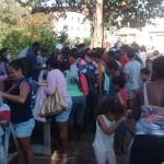 Igreja entrega 2500 peças de roupas para famílias carentes