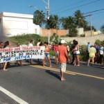 Comunidades de Mãe-Bá e Porto Grande fecham a Rodovia do Sol