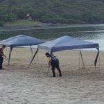 Ação de fiscalização nas orlas de Guarapari apreende cadeiras, ombrelones e guarda-sóis