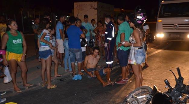 Três pessoas feridas em violenta colisão de motos no contorno saída de Sousa à Marizópolis