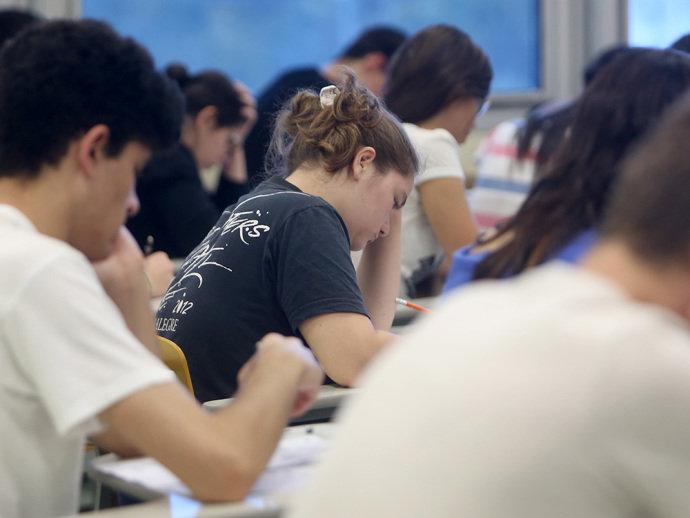 Governo recua e mantém educação física e artes no ensino médio