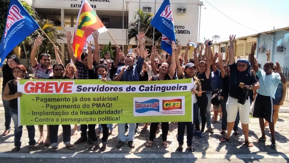 Servidores de Catingueira suspendem greve temporariamente