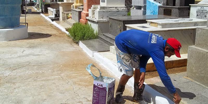 Prefeitura de Patos inicia trabalhos de limpeza de cemitérios para o Dia de Finados