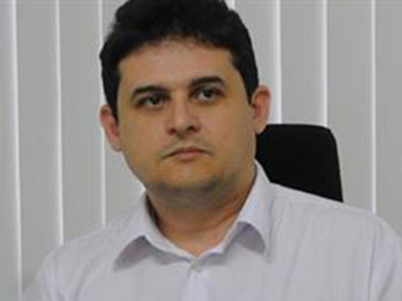 Secretário de Estado entrega cargo após suposta agressão a namorada de 17 anos