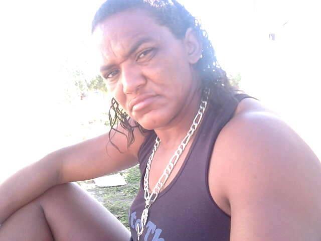 Popular Maria da Carroça e mais duas pessoas são presas com drogas e dinheiro, em Patos
