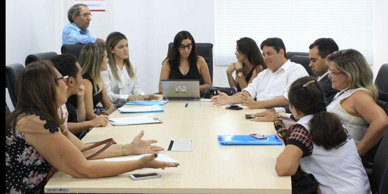 Prefeito Dinaldinho esteve reunido, no Ministério Público Estadual, com representantes dos Conselhos Tutelares de Patos; ouça