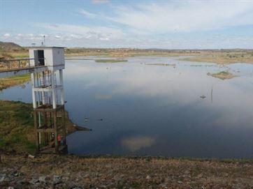 Água da transposição já enche o açude de Poções, no Cariri da Paraíba