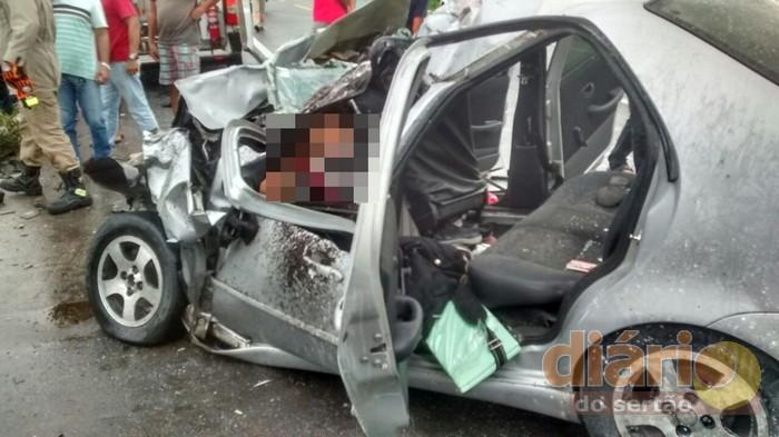 Batida de frente entre carros em trecho da BR-230 deixa um morto e nove feridos em Pombal
