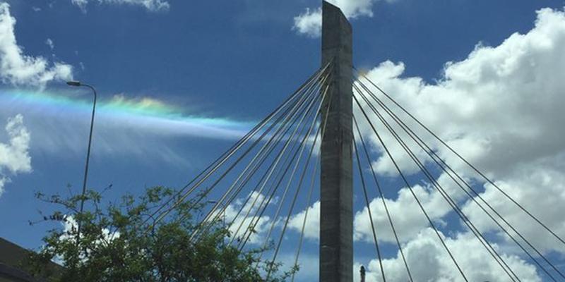 Fenômeno raro 'Arco-íris de fogo' é flagrado no céu de Campina Grande