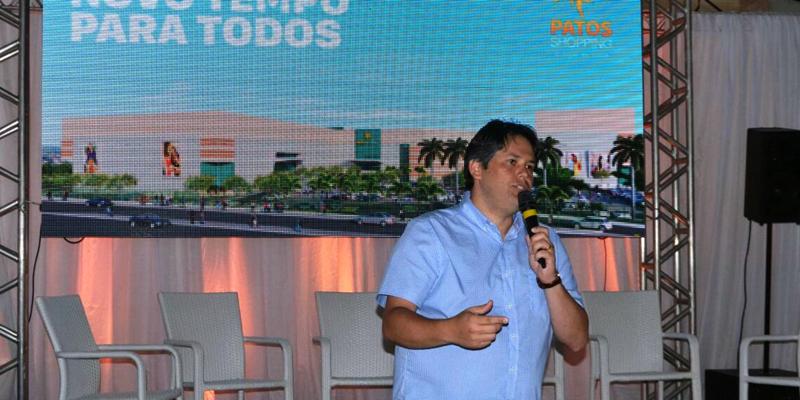 Prefeito Dinaldinho participa de visita técnica ao Patos Shopping