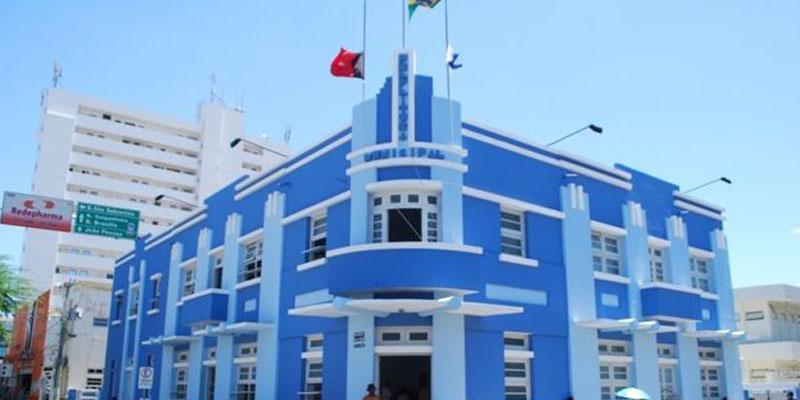 Prefeitura prorroga inscrições para 400 vagas e remunerações de até R$ 12 mil